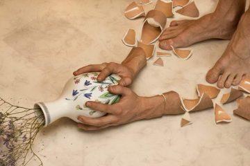 Arms break Vases dont