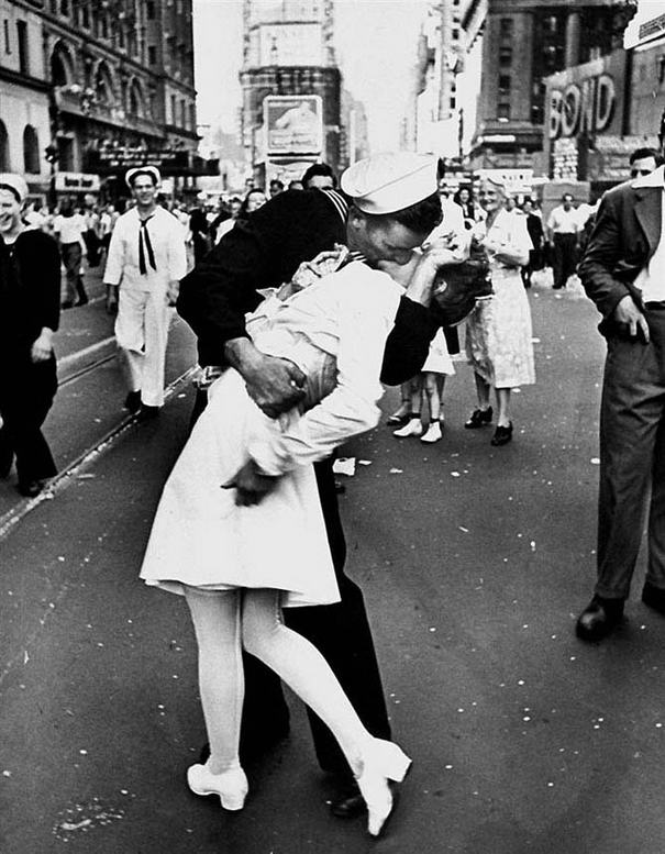 Alfred Eyzenshtedt Photo Famous Kiss