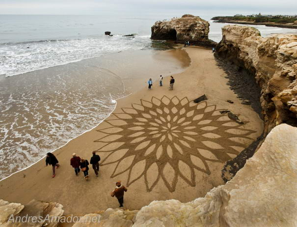 [Image: Sand-Paintings-By-Andreas-Amador-3.jpg?4c6d79]