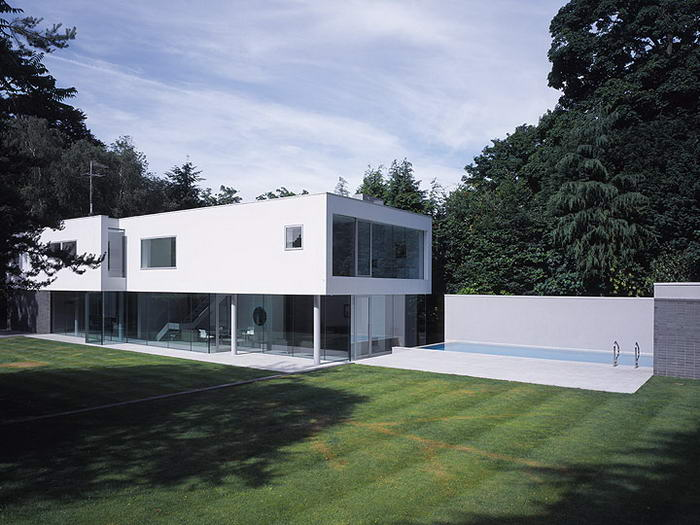 Esher House (2) & 10 Most Functional and Minimalist Homes Around The World