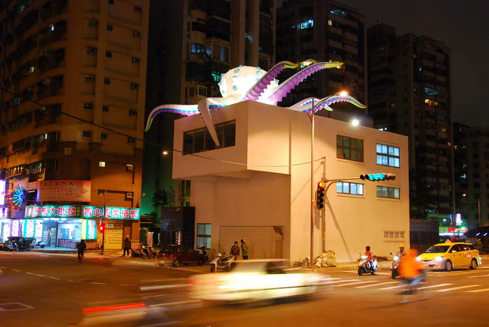 Octopus art attacks in the city of Taipei