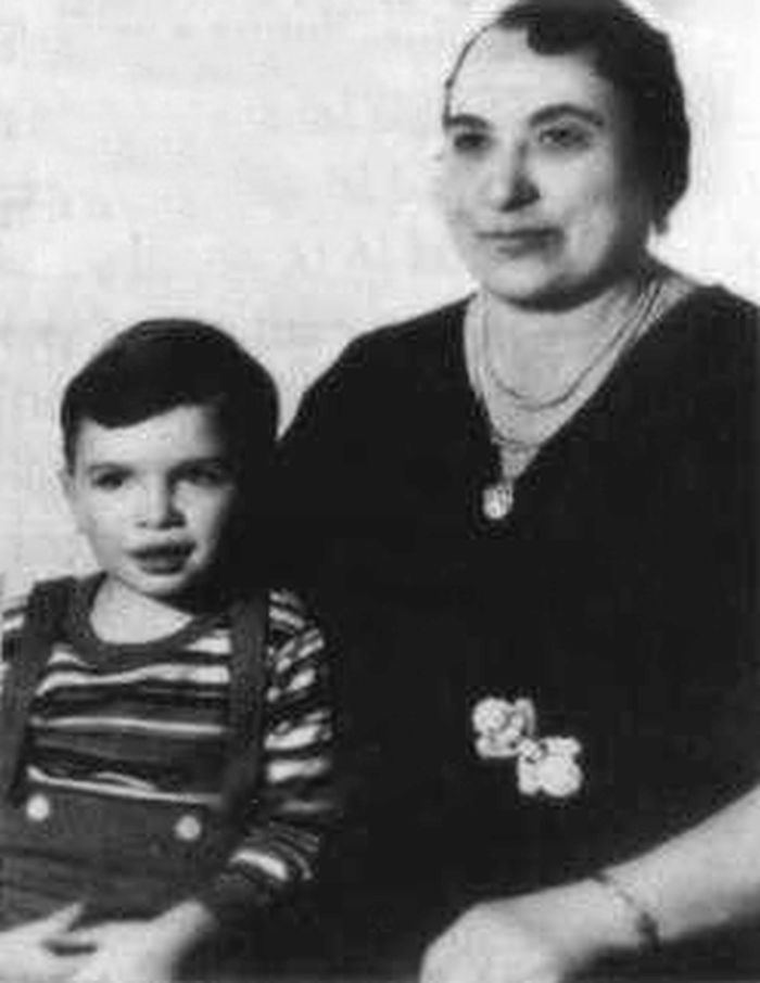 Al Capone with his mother