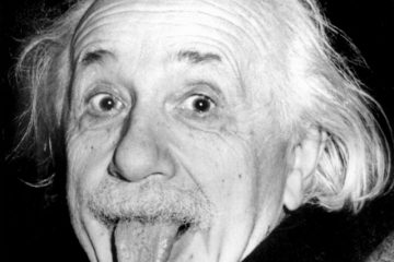 (GERMANY OUT) Portrait of physicist Albert Einstein sticking his tongue out - 1951 (Photo by ullstein bild/ullstein bild via Getty Images)