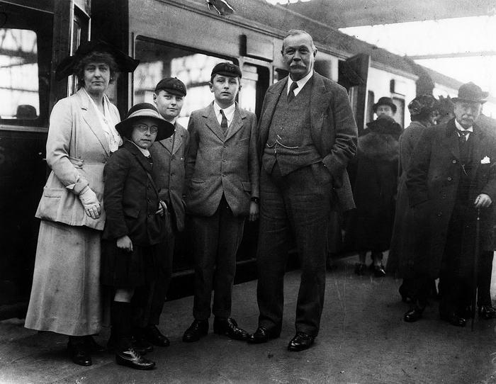 Arthur Conan Doyle with his family