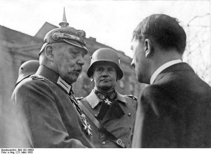 Blomberg Hitler