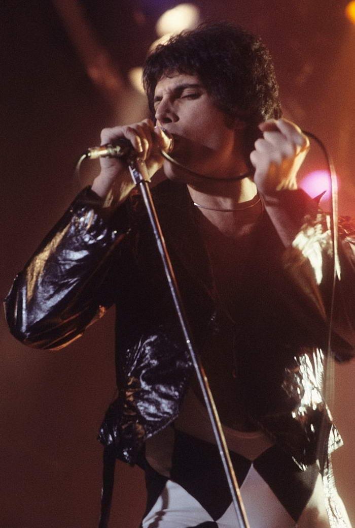 Freddie Mercury performing in New Haven