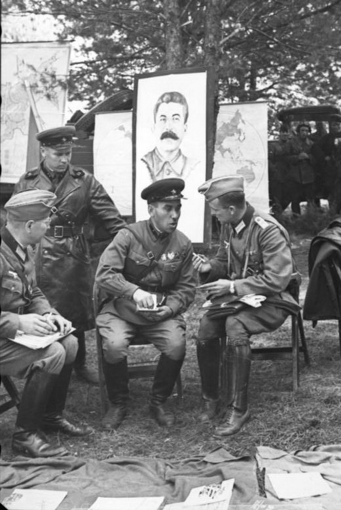 German and Soviet soldiers