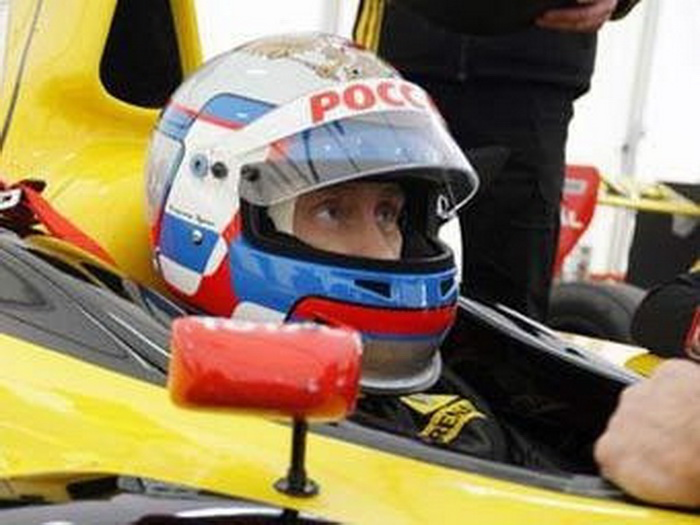 Putin drives Formula 1