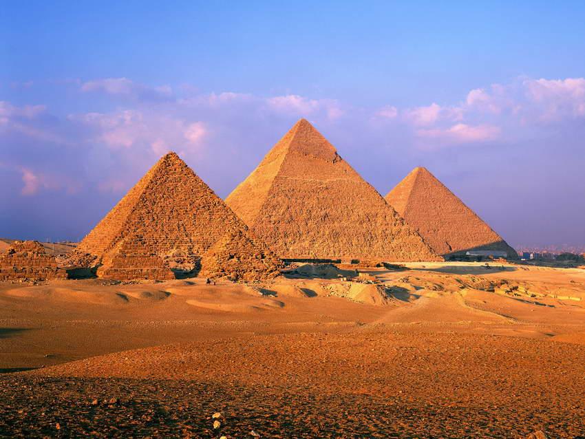 tourist attractions Pyramids of Giza