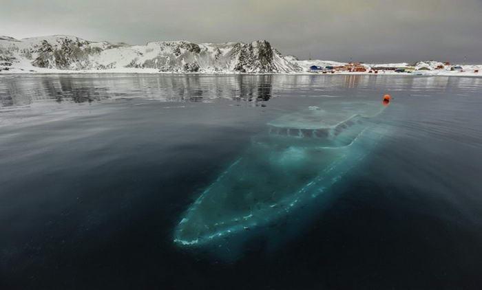 Sunken yacht - Antarctica